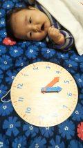 時計と赤ちゃん